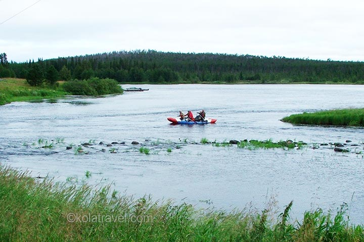 Rafting by a catamaran on the Umba river from the centre of the Kola Peninsula to the White Sea. Five days full of action on the longest wild water track of northwest Russia.